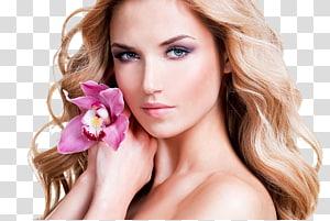 mulher segurando flor roxa, modelo beleza rosto mulher cabelo, modelos femininos estrangeiros PNG clipart